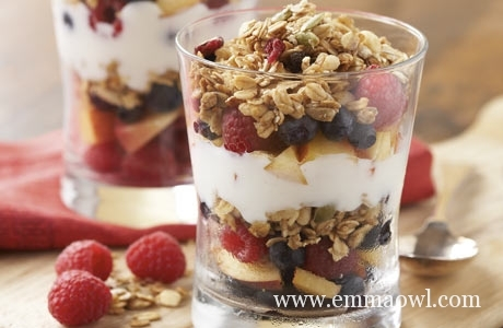 Fruit, Yoghurt and Granola Parfait. The perfect Breakfast to make together with Children.
