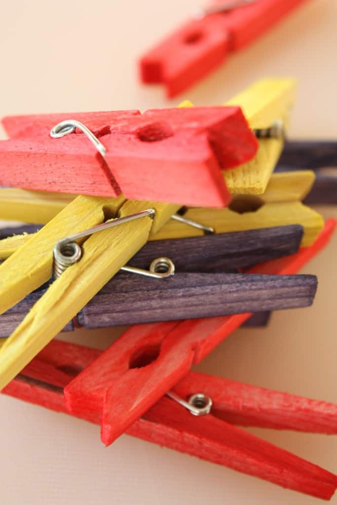 DIY How to color your own clothing pegs