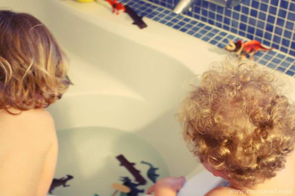 fun in the bath for children. Dinosaurs and Paint