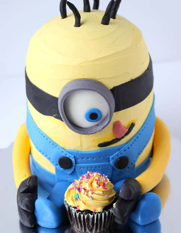 ... How to Make a Minion Cake – with step by step photo instructions