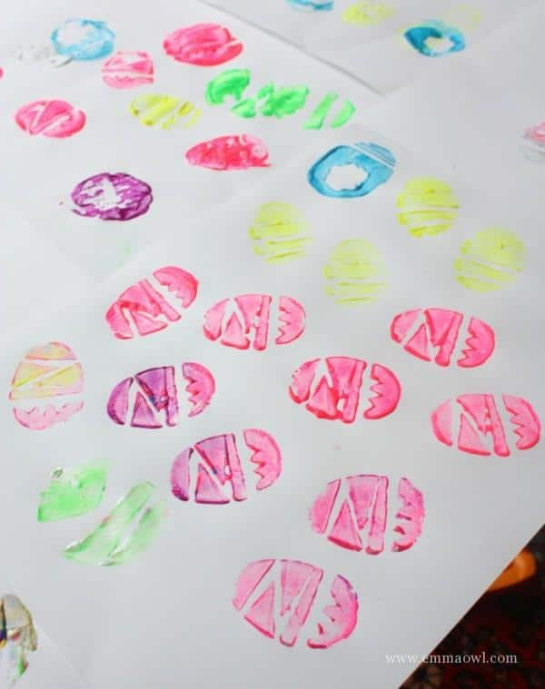 potato stamp easter egg - easy to make craft idea with the kids